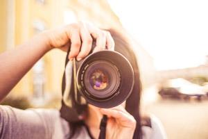 etudiant-cours-de-photo-en-ligne-loisirs-creatifs