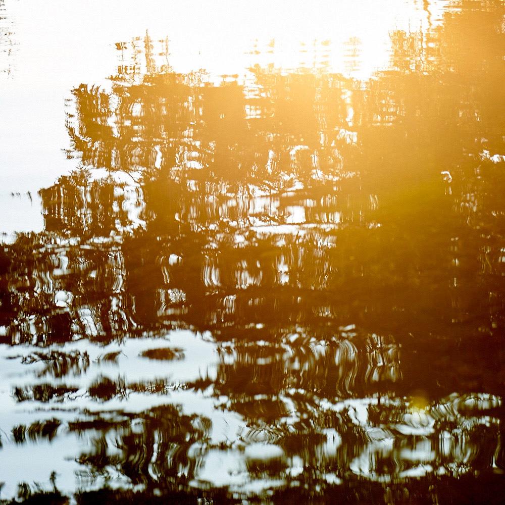 image-reflet-sur-eau-resultat-avec-belle-composition-photographique